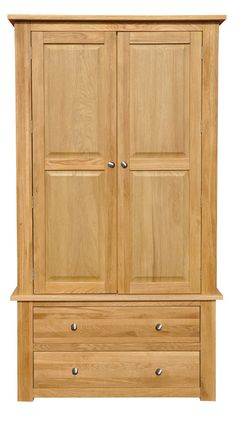 This beautiful solid oak wardrobe is perfect to give your bedroom that grand look you've been yearning for. Makes a beautiful duo with our oak chest of drawers and looks right at home with an oak dressing table beside it.