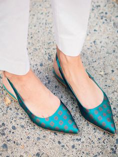 #TuesdayShoesday: 5 Fall Flats for the Girl on the Go via @WhoWhatWearUK