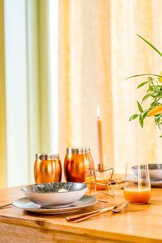 Alge recipiente în ton cu sezonul de toamnă! Nobila Casa îți oferă seturi trendy și pline de culoare! Moscow Mule Mugs, Candles, Tableware, Dinnerware, Tablewares, Candy, Candle Sticks, Dishes, Place Settings