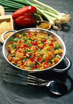 Our popular recipe for curry rice with chicken and more than other free recipes on LECKER. Our popular recipe for curry rice with chicken and more than other free recipes on LECKER. Crock Pot Recipes, Yummy Chicken Recipes, Curry Recipes, Vegetarian Recipes, Healthy Recipes, Free Recipes, Rice Recipes For Dinner, Curry Rice, Popular Recipes