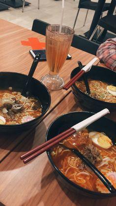 Food To Go, Food N, Food And Drink, Sleepover Food, Junk Food Snacks, Tumblr Food, Snap Food, Food Snapchat, Cafe Food