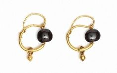 earrings, pair, gold and garnet, Roman, 1st-3rd c. (London V&A 8734&A-1863) | da Atelier Sol