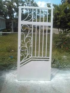 Steel Gate Design, House Gate Design, Door Gate Design, Metal Stairs, Metal Gates, Wrought Iron Decor, Wrought Iron Gates, Iron Garden Gates, Steel Security Doors