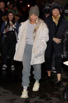 Kim Kardashian wearing Yeezy Season 5 Shearling Jacket, Yeezy Desert Rat 500 Sneakers in Super Moon Yellow and Yeezy Season 6 Shrunken Sweatpants in Glacier Kim Kardashian Sexy, Estilo Kardashian, Yeezy Fashion, Casual Outfits, Fashion Outfits, Fashion Ideas, Grey Joggers, Star Fashion, Women's Fashion