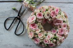 wreath roses vintagestyle pink Blomkje en Wenje
