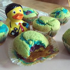 Ricky enjoys his rainbow hippie muffins  #follow his #rubberduck #duckie #diary #quietscheente #reporter #photooftheday #selfie #ducklife #dailyduck #gelb #gummiente #yellow #badeente #bavarian #bestoftheday #food #muffin #eatingfortheinsta #rainbow by rubberduckdiary