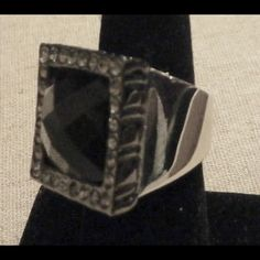 Lia Sophia Midnight Cocktail Ring ❤️❤️❤️ Size 7 or 8. Used as display only. Like brand new. Make me an offer! Lia Sophia Jewelry Rings