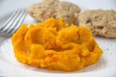 Kürbispüree mit Pastinaken und Kartoffel Onion Rings, Mashed Potatoes, Ethnic Recipes, Food, Meat, Carrots, Side Dishes, Easy Meals, Whipped Potatoes