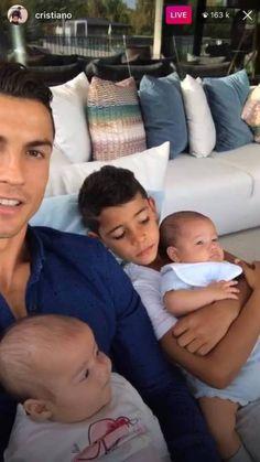 Cristiano et ses enfants. Cristiano Ronaldo Quotes, Cristino Ronaldo, Cristiano Ronaldo Junior, Ronaldo Football, Cristiano Ronaldo Cr7, Cr7 Jr, Portugal National Football Team, Cr7 Junior, Ronaldo Real Madrid