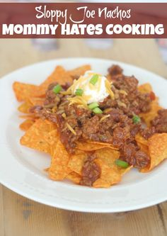 Sloppy Joe Nachos With Doritos: OK, so maybe this isn't exactly the healthiest meal. But sloppy joe nachos with Doritos might be a good special-occasion dish! Slow Cooker Recipes, Beef Recipes, Cooking Recipes, Cooking Stuff, Cheap Recipes, Budget Recipes, Simple Recipes, Unique Recipes, Mexican Food Recipes