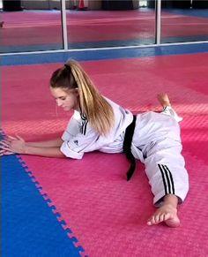 Female Martial Artists, Martial Arts Women, Karate Girl, Art Women, Dojo, Taekwondo, Jiu Jitsu, Madness, Flexibility