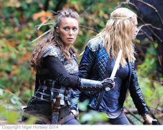 Alycia Debnam Carey | Alycia Debnam-Carey, Eliza Taylor, The 100, Vancouver, Oct 28 2014 15 ...