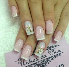 Unhas decoradas de francesinha com rosinha unhas decoradas curtas, unhas decoradas faceis, unhas compridas Rose Nails, Flower Nails, Spring Nail Art, Spring Nails, Luxury Nails, Shellac Nails, Finger, French Nails, Simple Nails