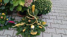 Blumen Markus in St. Georgen -   Allerheiligengestecke 2015 Wreaths, Plants, Home Decor, Flowers, Dekoration, Decoration Home, Door Wreaths, Room Decor, Deco Mesh Wreaths