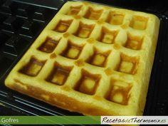 El gofre, de origen belga, es una torta en forma de rejilla, que se consigue con los moldes de la gofrera. Se sirven acompañados de chocolate, nata o helado y gustan a niños y no tan niños. Fondant, Waffles, Breakfast Recipes, French Toast, Cooking, Food, Crepes, Chocolate, Lolly Cake