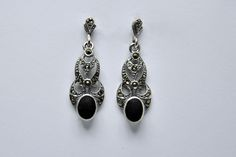 Earrings silver marcasite with black stone €20