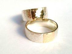 Handgeschmiedete Trauringe Silber/Gold von Auwaldschmiede auf DaWanda.com