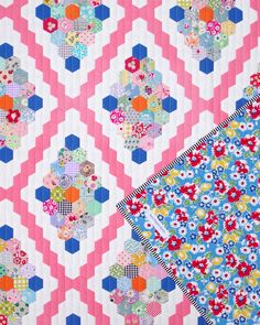 Vintage Inspired Hexagon Quilt - English Paper Pieced © Red Pepper Quilts 2021 Embroidery Patterns, Quilt Patterns, Patchwork Patterns, Stitch Lines, Floral Print Fabric, Hexagon Quilt, Quilt Sizes, English Paper Piecing, Quilt Bedding