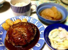 焼けてるか確かめる為に割っちゃってるけど気にしない(*´ω`*) - 17件のもぐもぐ - ハンバーグ、マカロニサラダ、大根の煮物、ポタージュ by hatuyukisou
