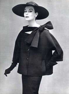 Myrtle Crawford in two-piece suit in black toile by Christian Dior,L'Officiel, 1953 Photo Philippe Pottier Vintage Fashion 1950s, Vintage Dior, Look Vintage, Vintage Couture, Vintage Mode, Retro Fashion, Vintage Hats, Victorian Fashion, Womens Fashion