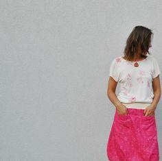 Bambus+Tričko+Karafiát+Tričko+autorské+Karafiát+s+ručním+tiskem+textil.+zažehlovacími+barvami,+pěkně+květ+karafiátu+po+květu+karafiátu,+jednoduchý+střih+se+spadenými+rukávy,+okraje+začištěné+do+rubu,+vystříh+lemován,+šité+zvelmi+příjemného+splývavéhooboulicního+bambusového+úpletu+:+bambusové+vlákno+má+Eko-Tex+I+certifikát.Volně+rostoucí+bambus+není... Bamboo