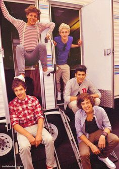 Los extraño :( One Direction Pictures, One Direction Posters, One Direction Harry, 1d And 5sos, Niall Horan, Zayn Malik, James Horan, Liam James, Foot Rest