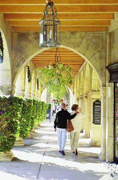 Strolling on Worth Avenue (Palm Beach, Florida)