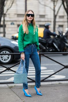 Streetstyle à la Fashion Week Automänner von Paris - Mode Fur Frauen La Fashion Week, Fashion Mode, Denim Fashion, Look Fashion, Trendy Fashion, Winter Fashion, Fashion Stores, 50 Fashion, Fashion Lookbook