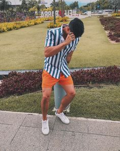 Short Outfits, Boy Outfits, Casual Outfits, Men Casual, Boy Fashion, Mens Fashion, Fashion Outfits, Hot Men, Island Outfit