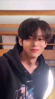 Cute Asian Guys, Cute Korean Boys, Asian Boys, Cute Boys, Korean Boys Ulzzang, Ulzzang Boy, Korean Men, Modern Hairstyles, Girl Hairstyles