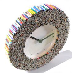 arte de la pared del reloj hecho de revistas por colorstorydesigns
