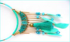 Collier-plastron Turquoise - Perles, pompon, chaines et plumes - Tendance ! : Collier par ladyplazza Tassel Necklace, Tassels, Turquoise, Lady, Jewelry, Fashion, Pom Poms, Feathers, Unique Jewelry