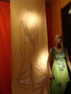 Vidriera Local Riobamba Boceto gigante y Vestido Dresses, Fashion, Vestidos, Stained Glass Windows, Clothing Stores, Sketch, Feminine, Moda, Fashion Styles