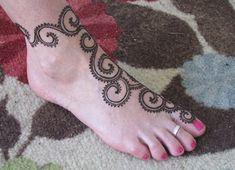 30 Amazing Henna Mehndi Designs For Legs | Body Art Guru Eid Mehndi Designs, Henna Flower Designs, Indian Henna Designs, Mehndi Designs For Girls, Hena Designs, Mehndi Images, Mehndi Tattoo, Henna Tattoo Designs, Henna Mehndi