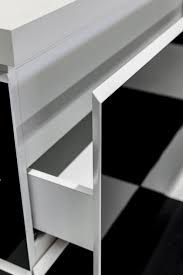Porcelain countertops with a size exceeding cm, three different thicknesses and different finishes. Learn more about our porcelain countertop. Porcelain Countertops, White Porcelain, Bookcase, Tiles, Shelves, Black And White, Stone, Furniture, Home Decor