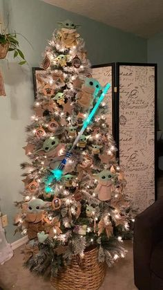 Star Wars Christmas Tree, Christmas Tree Themes, Disney Christmas, Xmas Tree, All Things Christmas, Christmas Time, Christmas Crafts, Holiday Decor, Natal Baby