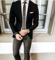 Do you know what to wear on your business meeting then you are at the right place! read our article about Business Casual for Men Attire ! Blazer Outfits Men, Blazer Fashion, Men Blazer, Mens Fashion Suits, Mens Suits, Business Casual Men, Men Casual, Terno Slim, Mode Costume