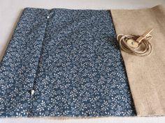 Couvre-livre ... le tuto - Douce campanule Point Invisible, Crochet, Diy, Quiet Books, Couture Facile, Clutch Bags, Bricolage, Crochet Crop Top, Handyman Projects