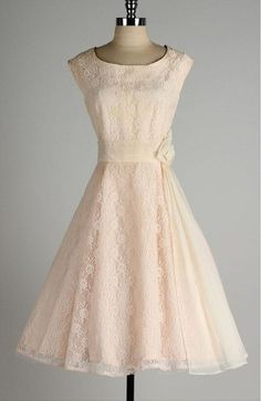 vintage blush lace and chiffon dress.love the touch of elegance - sash and rose at the waist. Would be a beautiful modest homecoming dress. Vintage 1950s Dresses, Vintage Outfits, Vintage Fashion, Vintage Style, 1950s Fashion Dresses, Vintage Prom, Vintage Lace, Retro Style, Vintage Clothing