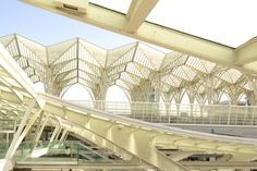 NOMERA jewellery meets GARE DO ORIENTE  by Santiago Calatrava  DESIGN AND ARCHITECTURE connections actions and reactions  All starts from a spontaneous observation: Why, at some point, architects start designing jewellery? What architecture and jewellery have in common?  I have some personal thoughts [...]  This journey will take us to explore new angles of the city through the scale of the design of little objects.   LOCATION : Gare do Oriente, Parque das Naçoes, Lisbon