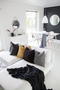 Scandinavian home // Autumn in interior // Nordic home // white home// skandinaa Living Room Designs, Living Room Decor, Living Spaces, Scandinavian Home, Nordic Home, Minimal Decor, Lounge Decor, Decorating Small Spaces, Living Room Inspiration