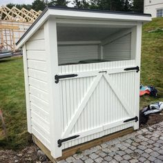 54 Likes, 10 Kommentare - Ingela Fagerström ( auf Instag . Garbage Can Shed, What House, Bike Shed, Outdoor Living, Outdoor Decor, Outdoor Projects, Garden Inspiration, Backyard Landscaping, Outdoor Gardens