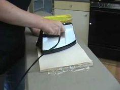 En passant un FER CHAUD sur une serviette en papier, elle crée de belles CARTES DÉCORATIVES... Voyez sa technique ! - Trucs et Astuces - Trucs et Bricolages