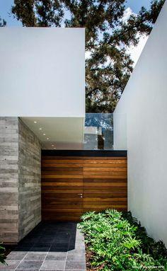 Modern Home Located in Aguascalientes, Ags. Modern Exterior, Exterior Design, Interior And Exterior, Architecture Design, Beautiful Architecture, Modern Entrance, House Entrance, Facade House, Door Design