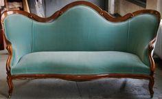 Settee by Belter American, C Victorian Love Seats, Victorian Chair, Victorian Furniture, Victorian Decor, Victorian Interiors, Victorian Homes, Home Living Room, Living Spaces, Aqua Rooms