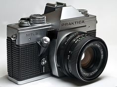 Picture of a Praktica SLR camera. (This picture was made using focus stacking and is build up from 9 photos with different focus. Old Cameras, Vintage Cameras, Film Camera, Camera Lens, 35mm Film, Camera Wallpaper, Classic Camera, Retro Camera, Camera Settings