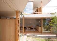 Japanese house featuring curving walls and a glazed facade.