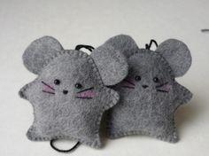 Little felt mice (with super cute pink cheeks! awww!)