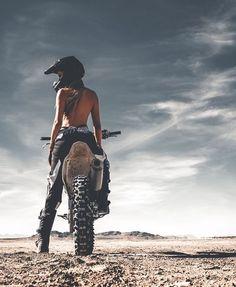 Freedom Rides 💀 - Heels and wheels - Motorrad Dirt Bike Girl, Girl Bike, Lady Biker, Biker Girl, Fille Et Dirt Bike, Motocross Girls, Girl Dirtbike, Bike Photoshoot, Motorbike Girl