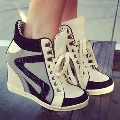 Modern and Stylish, Black, White and Grey Patterned, Fill-Heeled Sport Shoes - Schue - Schuhe New Sneakers, Wedge Sneakers, Wedge Shoes, Shoes Heels, Platform Sneakers, Cute Shoes, Me Too Shoes, Shoe Boots, Ankle Boots